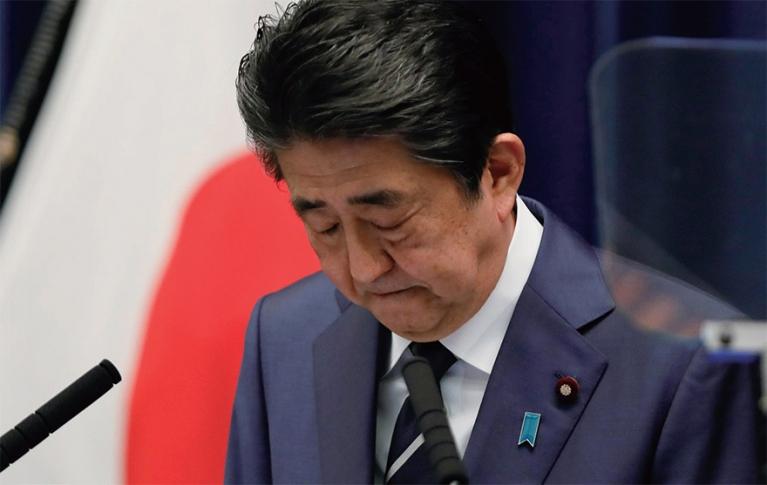 [도쿄올림픽 연기 결정, 아베의 셈법] 경제적 피해 아프지만, 분위기 반전시 정치적 자산